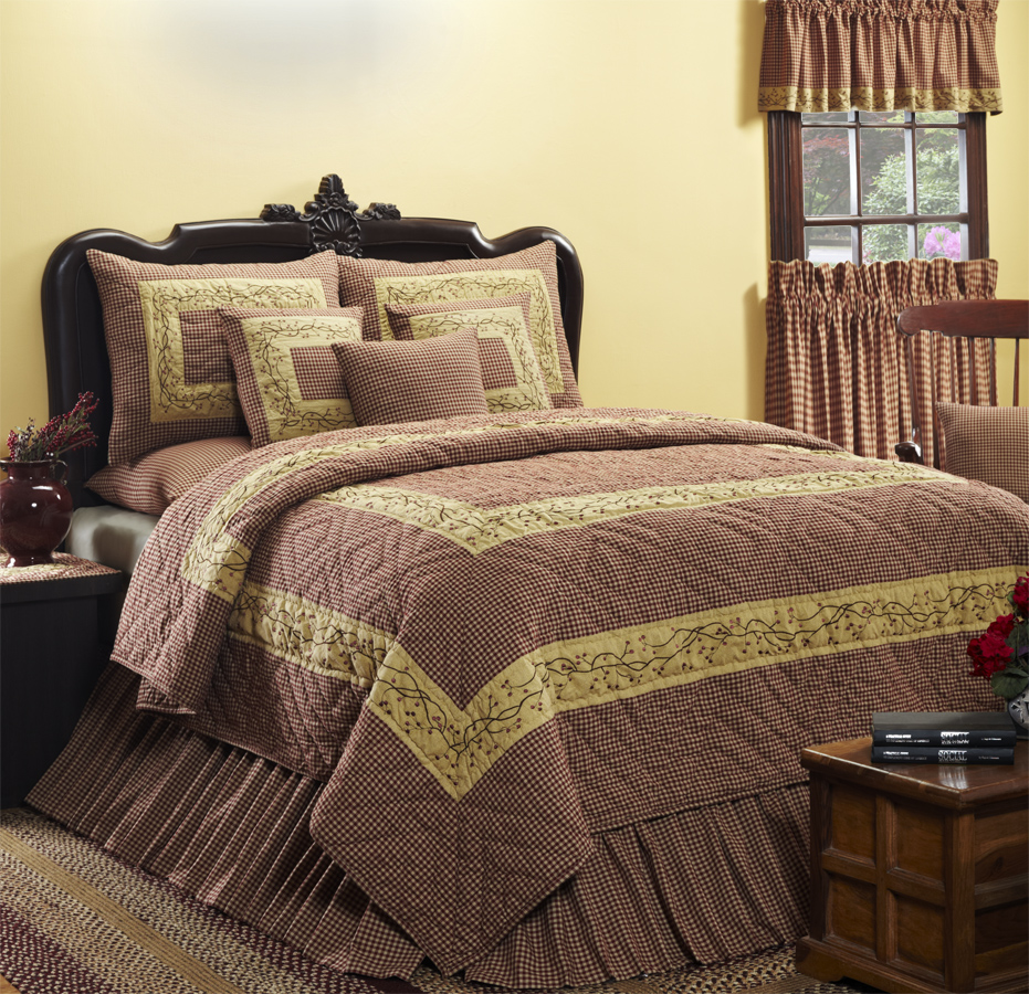 Country home decor checker berry madness for Decorative bed quilts