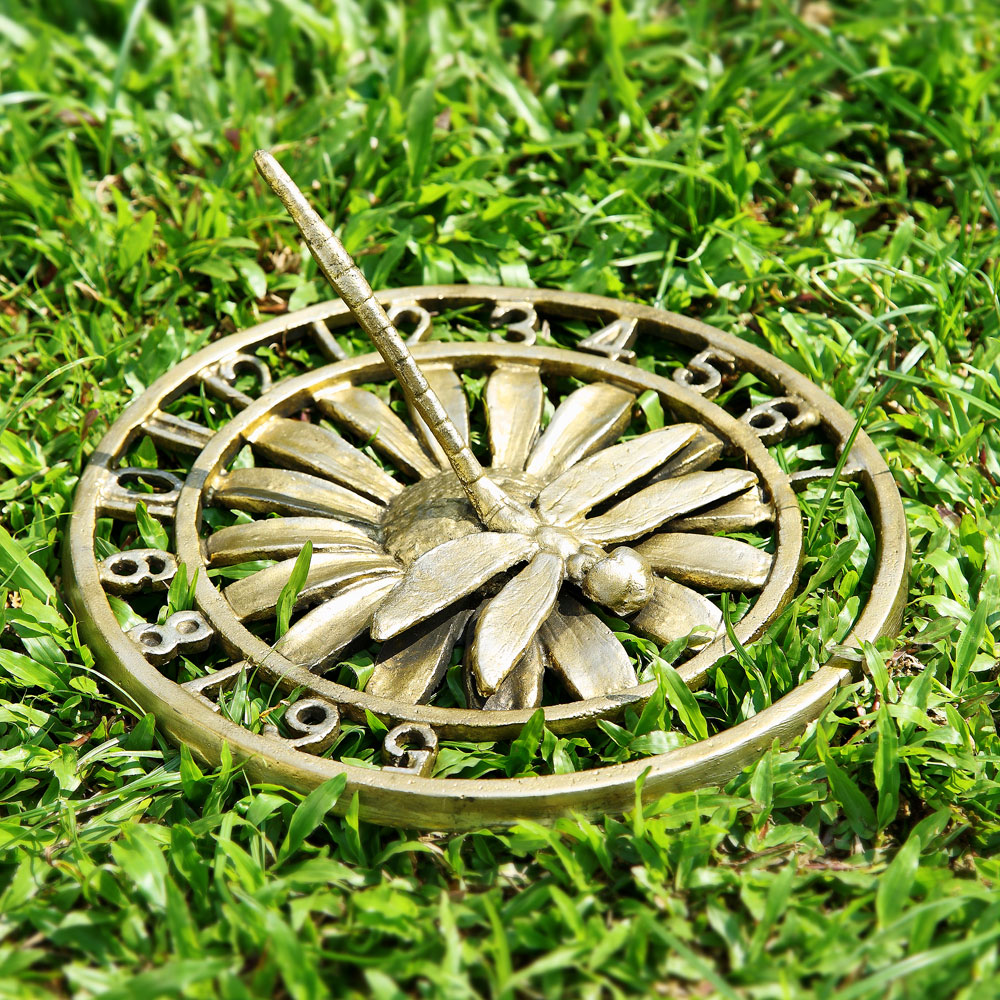 Country home decor this just in lawn and garden decor for Lawn garden accessories