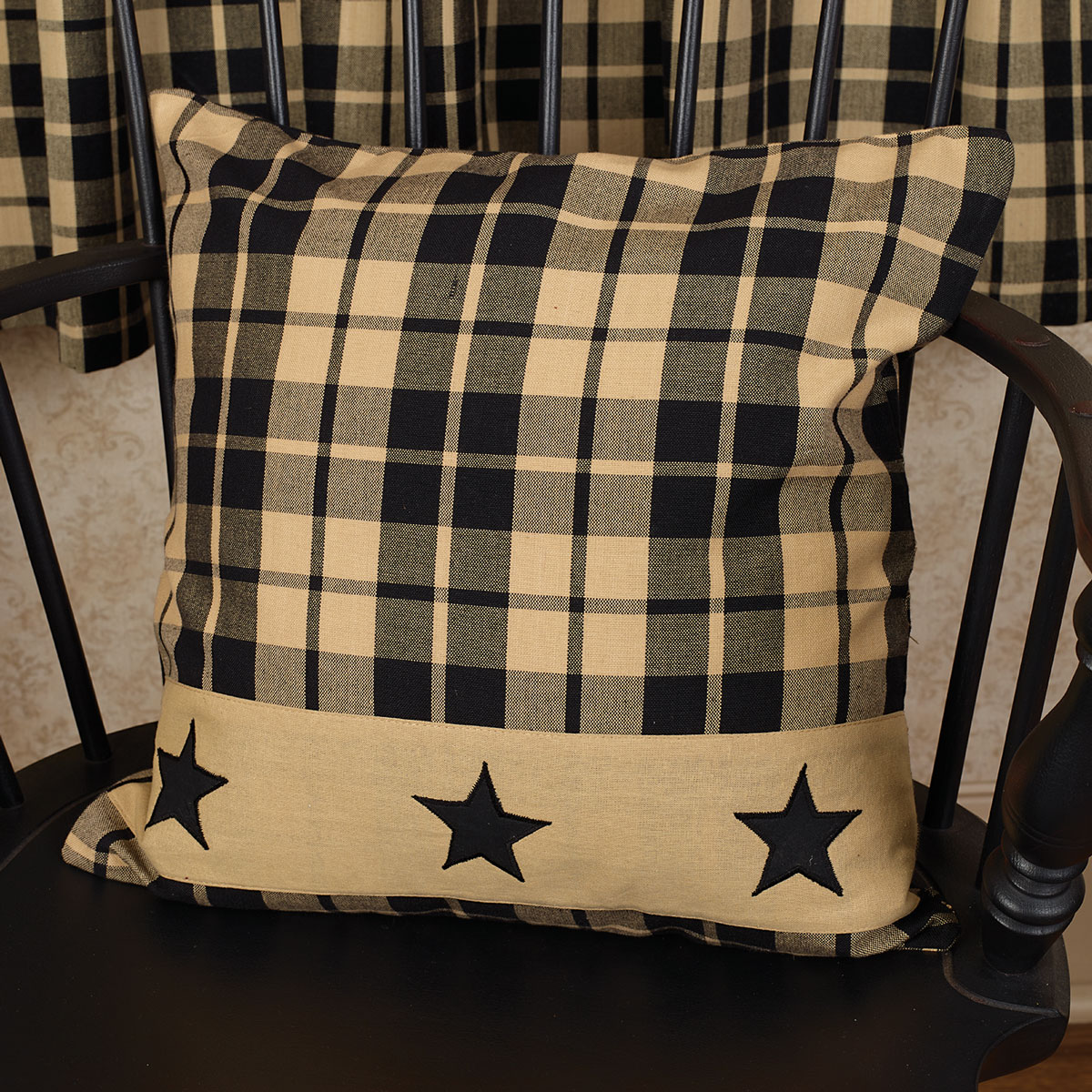 CHC-90526-Black-Farmhouse-Star-16in-Pillow-LRG