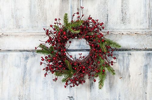 kmi-x014w-re-sm-small-mixed-berry-wreath-with-fir-branches-lrg