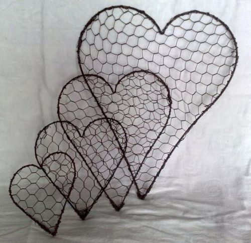 chicken-wire-heart-decor