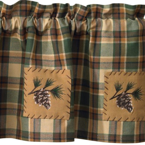 scotch-pine-lined-patchwork-valance
